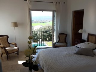 room Isabelle, Les Terrasses Gordes, BnB, WiFi, heated pool, a.c.