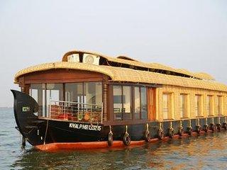 Kiliroor Houseboats