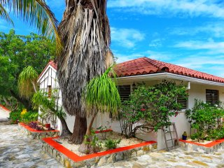 Vacation cottages on two waterfronts, Providenciales