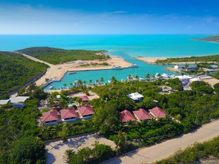 Turtle Tail vacation cottages on two waterfronts, Providenciales