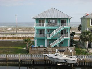 Reduced ratesGulf front on cove- Bring your Boat! Amazing 360 Views! Sleeps 6-8.
