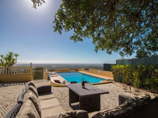 Cerro de Manuel Viegas Villa Sleeps 8 with Pool - 5489690