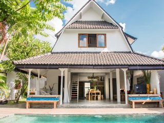 Beautiful Tropical 3 BR Villa in Seminyak, 500 meters from Oberoi!