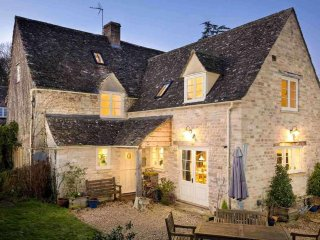 Barnsley Cottage is a large and stylish grade II listed Cotswold stone property