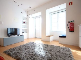 Wasabi Blue apartment in Alfama with WiFi.
