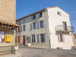 Maison Vigneronne - Beautiful Old Village Town House with 8m Heated Pool, Brezilhac