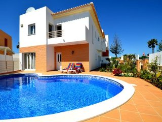 3 Bedroom Villa - Private Pool, Air-con and Wifi - suitable for family holidays