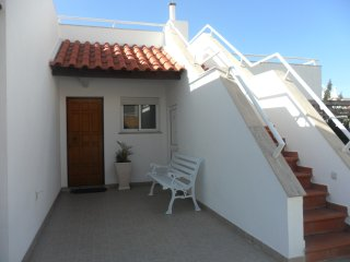 Villa Lucy - 2 Bedroom House on Private Estate with Swimming Pool & Tennis Court, Ericeira