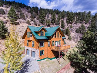 Beautiful Log Cabin Nestled in the Mountains, Dumont