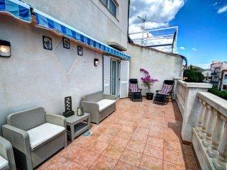 ESMERALDA: Apartamento atico con gran terraza a 1 minuto de la playa.
