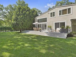 Breathtaking Modern Lux Home in East Hampton - Private Garden & Pool Areas