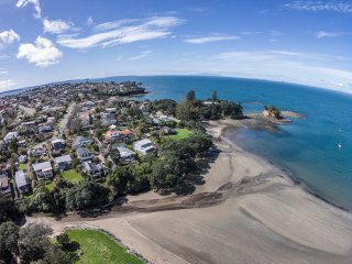 Beautiful beachside apartment, Torbay