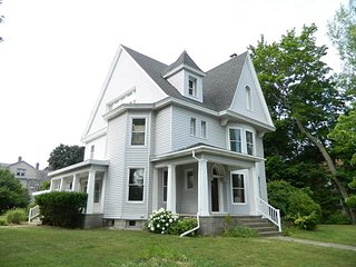 Historic Victorian Vacation Home - The Blacker House, Manistee