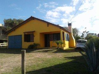 Casa  Benjamin Punta del Diablo a metros del mar
