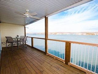 Free Nite*Amazing View!on the Main Channel* 3 Bed/2 BA*Sleeps 10*Afternoon Shade, Osage Beach