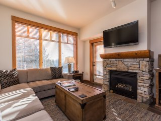 Quiet & Newly Renovated  - 2BR Condo with Top Foor Village Views!, Mammoth Lakes