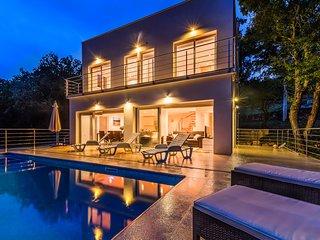 LUX Pool Villa DINARA,River Cetina,3BR 3Bath****
