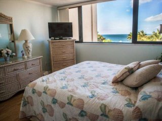 Direct Ocean Views from this Lovely Moon Bay Condo w/BOAT SLIP included!, Key Largo