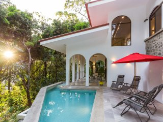 Tropical Luxury , Brand New 2 Bedroom Jungle Villa with Private Pool