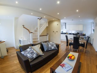 Finchley Central- 2/3 bed 2 bath triplex apartment, Barnet