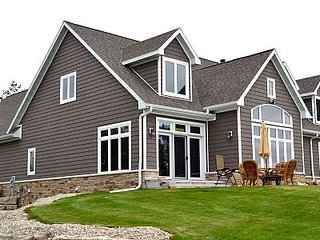 Beautiful Watefront Home with Swimming Pond - North Unit