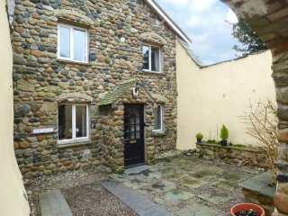 WEST KELLET, woodburning stove, fantatic views, open plan, in Silecroft, ref 949525