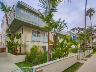 NEW! 3BR San Diego Condo - Steps from Ocean & Bay!