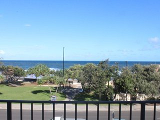 Waikiki Unit 4 Kings Beach QLD