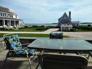 Beautiful Waterviews with Private Beach!, West Yarmouth