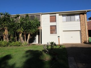 2/2 Moffat St Moffat Beach QLD, Kings Beach