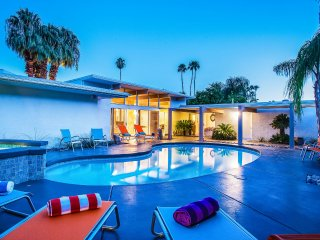 Collins Hideaway, Sleeps 8, Palm Springs