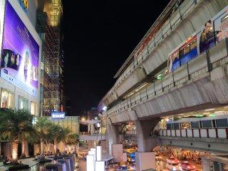 Siam / 1 min to BTS / FREE airport pick-up / FREE Pocket Wi-Fi