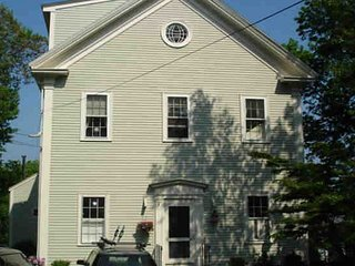Charming apartment in an 1800s schoolhouse with private deck and views, Rockport