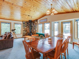 Charming chalet w/ shared hot tub, pool & more - easy ski and beach access!