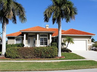 BEACH WALK WATERFRONT HOME, Marco Island