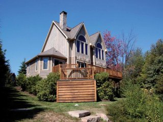 No matter the season, Mystic Cove rocks! Steps to the lake and steps to the slopes! This chalet of driftwood and stone is as fabulous as it is convenient.