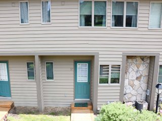 Designed with convenience and comfort in mind, Ski Harbor #37 offers a great
