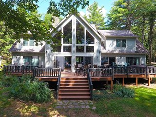 Tucked away in a quiet inlet, Winslow Lodge is a beautiful chalet that offers a