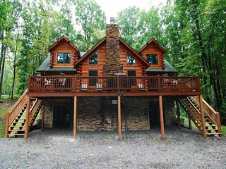 Log Heaven was crafted for comfort! This 'mountain chic' hideaway is rich with