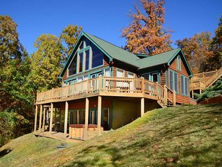 The Fun Spot is ready to wow you! In this open-concept lodge, fun and beauty