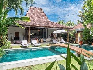 SEMINYAK Charming traditional 4BR villa up to 10 PAX