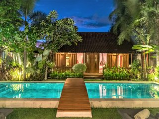 SEMINYAK Charming traditional 4BR villa up to 10 PAX
