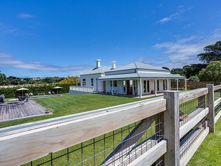 Luxury on Boroondara - Heritage listed with pool