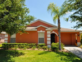 Affordable OLDER 4 Bedroom 3 Bath pool home 7 miles to Disney from $80/night