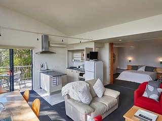 Tamar River Apartments - Vines Luxury 2 Bed, Rosevears