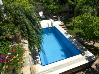 Pool in Spring, situated amongst citrus trees