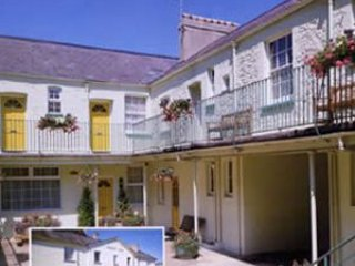7 Trinity Mews - Quirky duplex apartment in ideal location near harbour and town