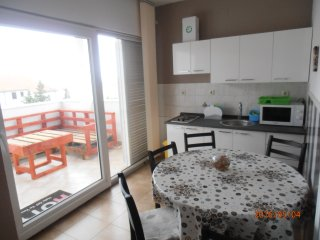Samorasnji Two bedroom apartment with parking 6 p.