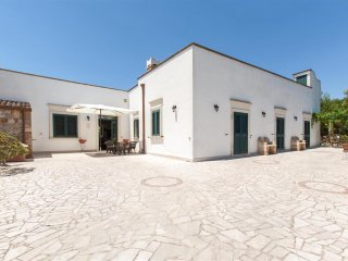 380 Typical Villa a few km from the Beaches of Torre San Giovanni