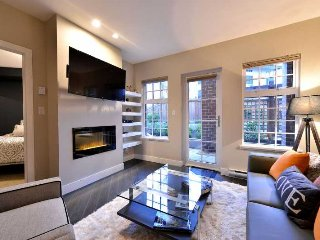 Modern and Spacious Executive One Bedroom Downtown Victoria Condo